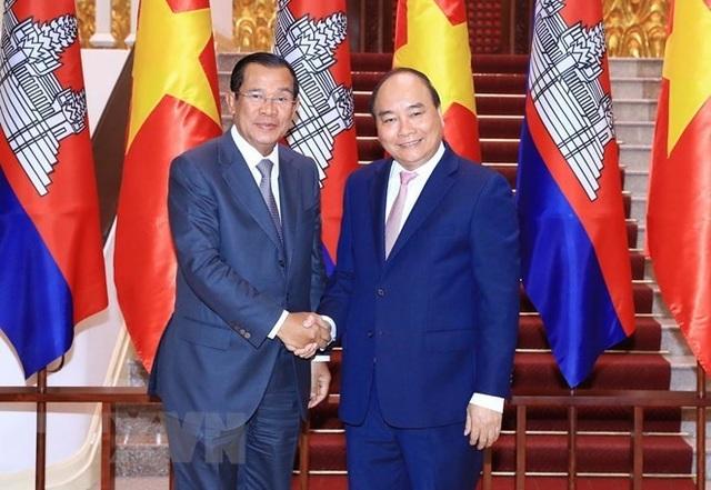 Thủ tướng Nguyễn Xuân Phúc và Thủ tướng Campuchia Hun Sen (ảnh: TTXVN)
