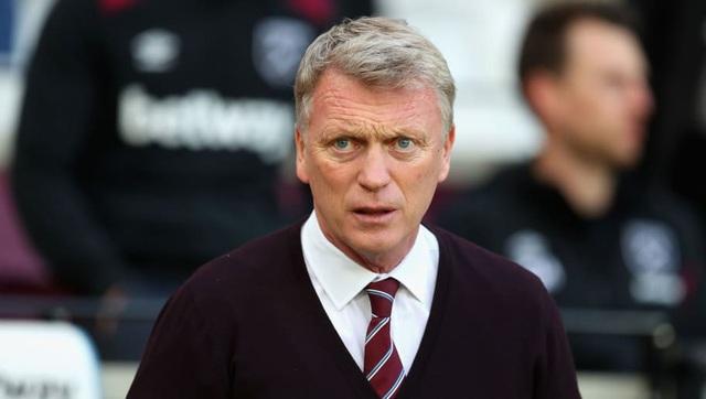 """Mùa giải trước, David Moyes được bổ nhiệm làm HLV trưởng West Ham theo hợp đồng có thời hạn 6 tháng. Dù đã giúp CLB trụ hạng nhưng ông không nhận được hợp đồng mới. Hiện tại, HLV David Moyes đang thất nghiệp và sẽ là sự lựa chọn thích hợp để """"cứu"""" các CLB lâm nguy ở Premier League."""