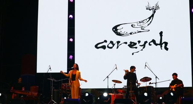 Nhóm nhạc Coreyah là nhóm các nghệ sĩ trẻ theo đuổi dòng nhạc truyền thống Gukak của Hàn Quốc