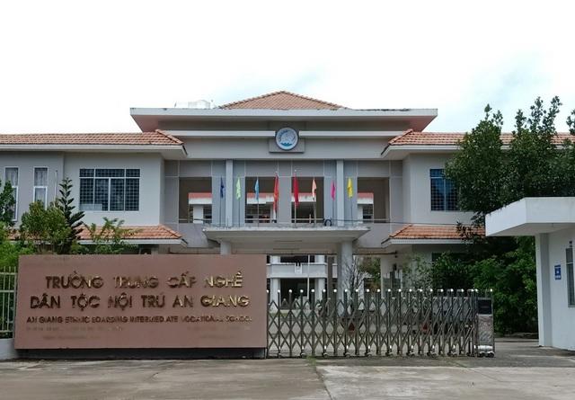Trường Trung cấp nghề dân tộc nội trú An Giang đặt trên địa bàn huyện Tri Tôn là điều kiện để các thanh niên dân tộc học nghề, phát triển kinh tế gia đình