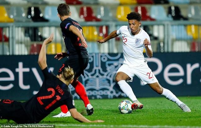 Tài năng trẻ Sancho lần đầu tiên được vào sân thi đấu