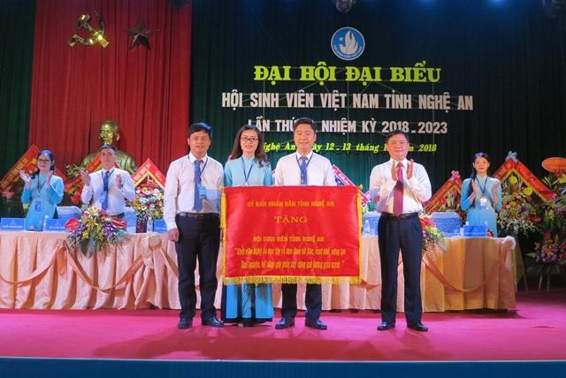 Chủ tịch UBND tỉnh Nghệ An mong muốn Hội sinh viên sẽ có thêm nhiều hoạt động tiết thực, là cánh tay nối dài của nhà trường, giúp đỡ các bạn sinh viên.