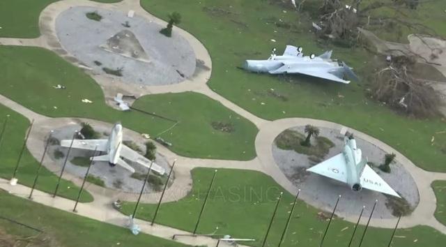Các mô hình máy bay trưng bày cũng bị hỏng hóc. (Ảnh: WXchasing)
