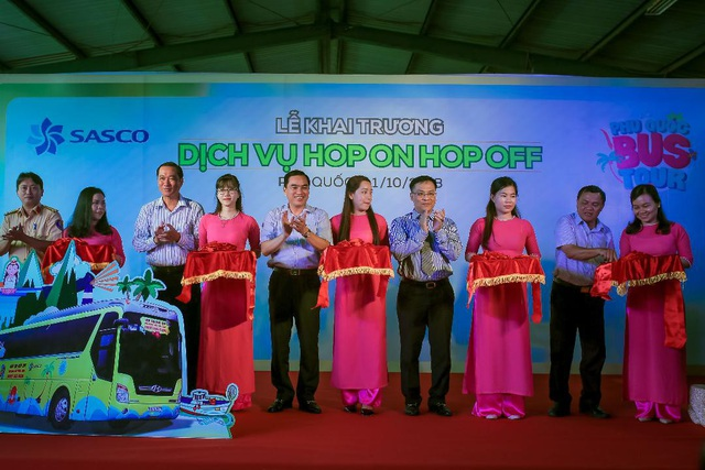 Công ty Cổ phần dịch vụ Hàng không Sân bay Tân Sơn Nhất (Sasco) chính thức khai trương dịch vụ Hop on Hop off (HOHO) tại đảo ngọc Phú Quốc.