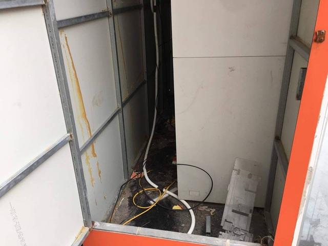 Hiện trường buồng ATM bị đặt mình đã được xử lý