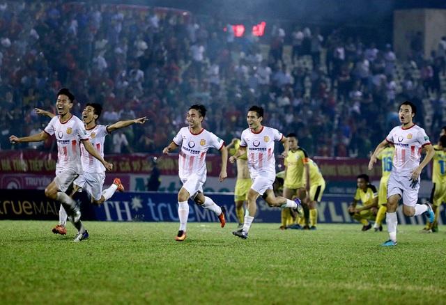 Thắng luân lưu Hà Nội B, Nam Định trụ hạng V-League thành công - 4