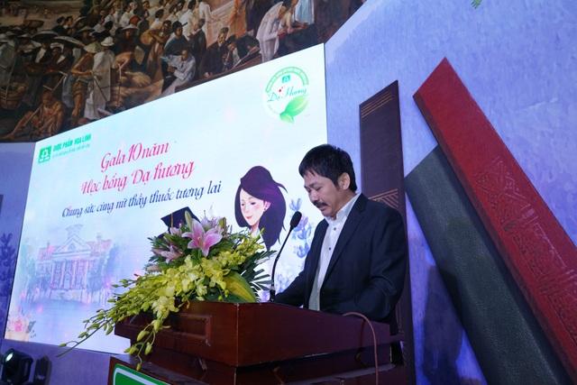 Ông Trần Ngọc Ánh – Giám đốc công ty Dược phẩm Hoa Linh trong 10 năm tới, chương trình học bổng Dạ Hương dự kiến sẽ trao 2.000 suất học bổng cho các nữ sinh.