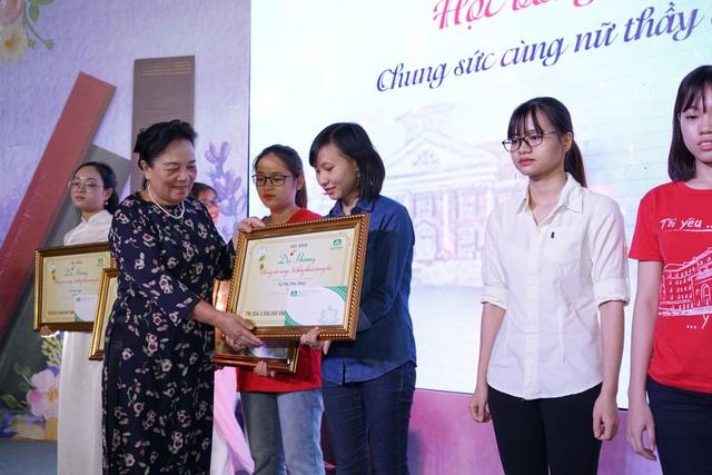 Hơn 2.000 suất học bổng dành cho nữ sinh ngành Y, Dược - 4