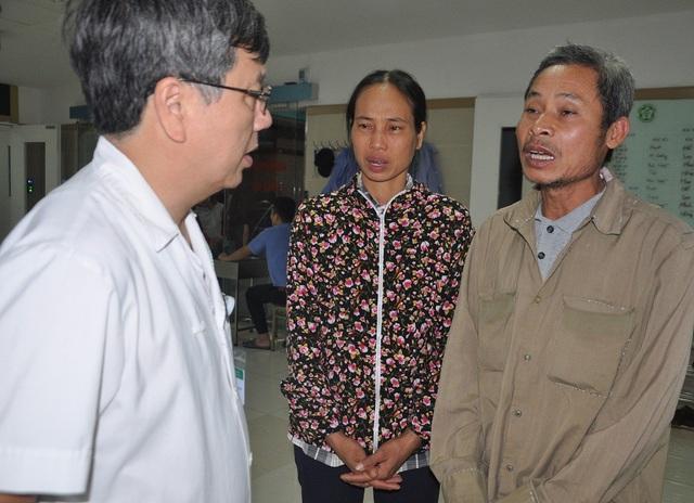 Giáo sư Nguyễn Gia Bình căn dặn gia đình việc chăm sóc con gái và sử dụng hợp lí số tiền bạn đọc giúp đỡ.