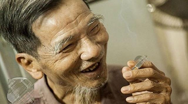 Trên khuôn mặt được cho là chứa nhiều sự khắc khổ, nghệ sĩ Trần Hạnh vẫn luôn nở nụ cười hiền lành, dễ mến...