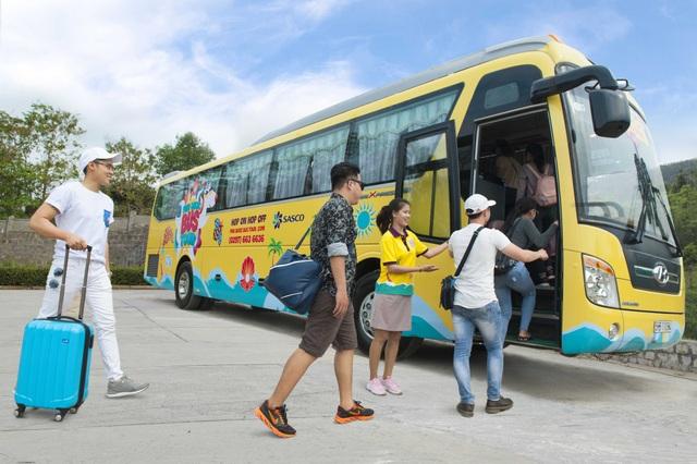 Hop on Hop off là loại hình dịch vụ du lịch linh hoạt và tiện lợi, kết hợp giữa vận chuyển và tham quan các danh thắng nổi bật.