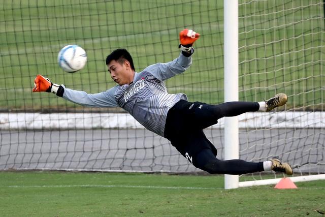 Tuấn Mạnh là một trong những thủ môn có phản xạ hay nhất bóng đá nội, hiện cũng đang góp mặt ở đội tuyển (ảnh:Gia Hưng)