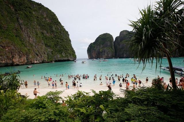 Khách du lịch đã phá hủy bãi biển du lịch nổi tiếng của Thái lan như thế nào? - 1