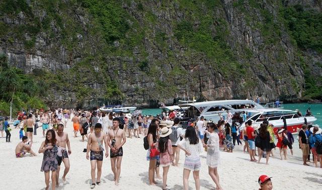 Khách du lịch đã phá hủy bãi biển du lịch nổi tiếng của Thái lan như thế nào? - 10