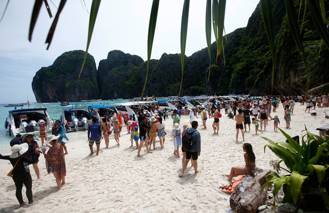 Khách du lịch đã phá hủy bãi biển du lịch nổi tiếng của Thái lan như thế nào? - 2