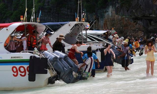 Khách du lịch đã phá hủy bãi biển du lịch nổi tiếng của Thái lan như thế nào? - 3