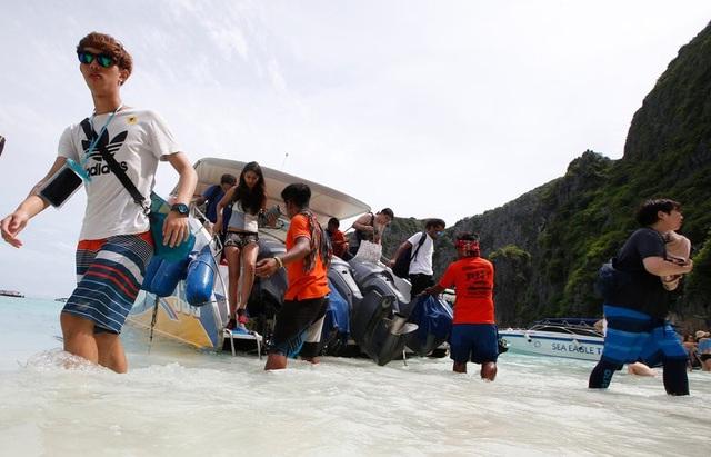 Khách du lịch đã phá hủy bãi biển du lịch nổi tiếng của Thái lan như thế nào? - 4