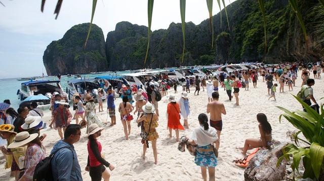 Khách du lịch đã phá hủy bãi biển du lịch nổi tiếng của Thái lan như thế nào? - 5