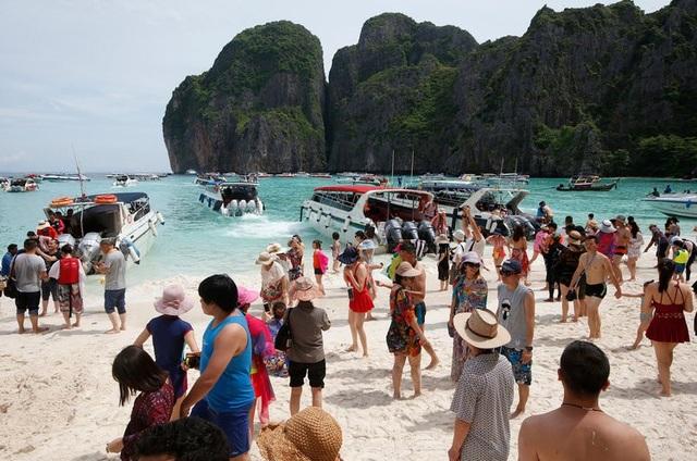 Khách du lịch đã phá hủy bãi biển du lịch nổi tiếng của Thái lan như thế nào? - 7