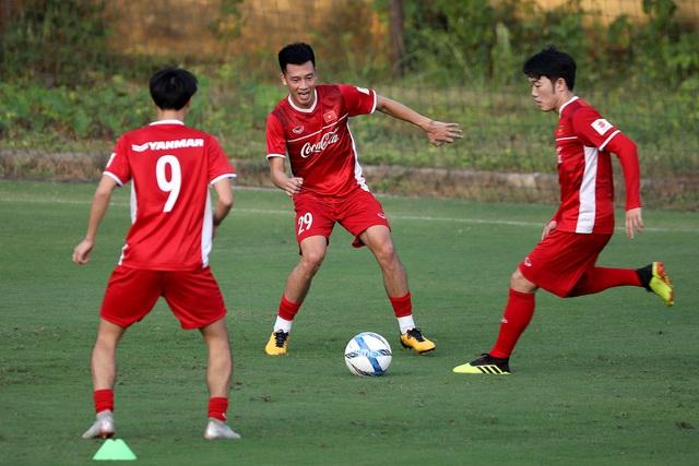 Xuân Trường và Huy Hùng (29) hy vọng sẽ là cặp tiền vệ trung tâm hiệu quả của đội tuyển Việt Nam (ảnh: Gia Hưng)