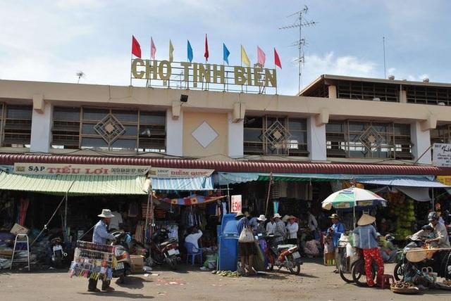 Chợ Tịnh Biên được biết đến là khu chợ côn trùng độc đáo nhất Việt Nam