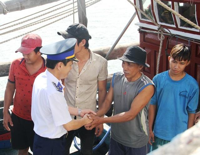 Các ngư dân cập bờ an toàn và sức khỏe ổn định.