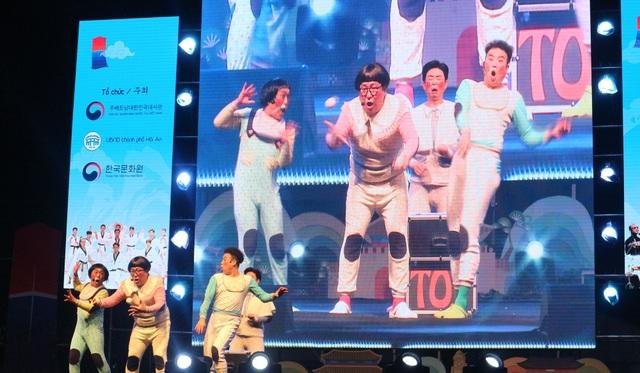 Nhóm hài ONGALS biểu diễn lần cuối cho khán giả trước khi giã bạn
