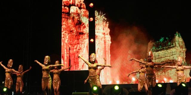 Biểu diễn điệu múa chăm của đại diện Hội An