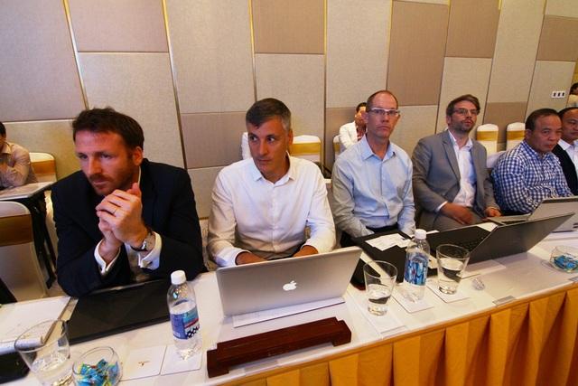 Các chuyên gia nước ngoài tham dự đóng góp ý kiến