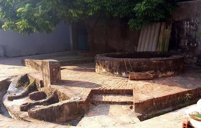 Một giếng cổ vẫn còn giữ được cho tới ngày nay.