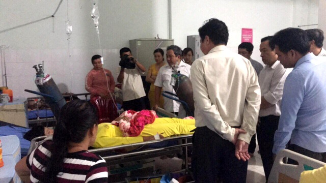 Cơ quan chức năng thăm hỏi nạn nhân đang điều trị tại bệnh viện.