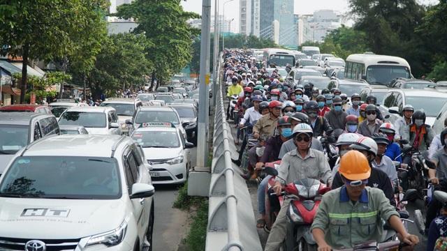"""Toàn cảnh 5 giờ hầm Thủ Thiêm """"tê liệt"""", giao thông phía Đông Sài Gòn hỗn loạn - 10"""