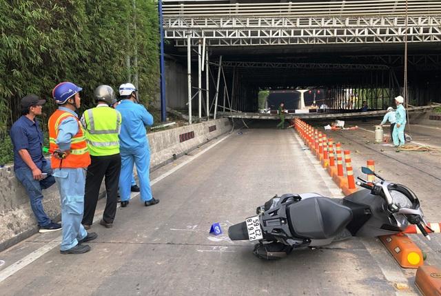 Một người đi đường đã bị thương nặng và được chuyển vào bệnh viện Sài Gòn cấp cứu.
