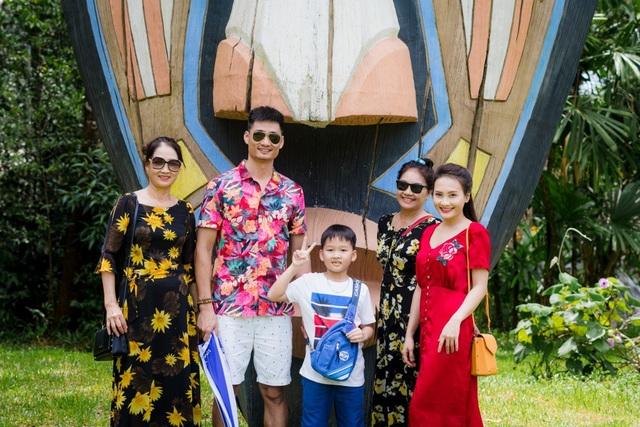 Sau những ngày bận rộn với công việc, diễn viên Bảo Thanh dành trọn thời gian nghỉ ngơi bên gia đình. Và cuối tuần vừa qua, vợ chồng nữ diễn viên đã quyết định đưa cả mẹ ruột và mẹ chồng đi du lịch ở Phú Quốc.