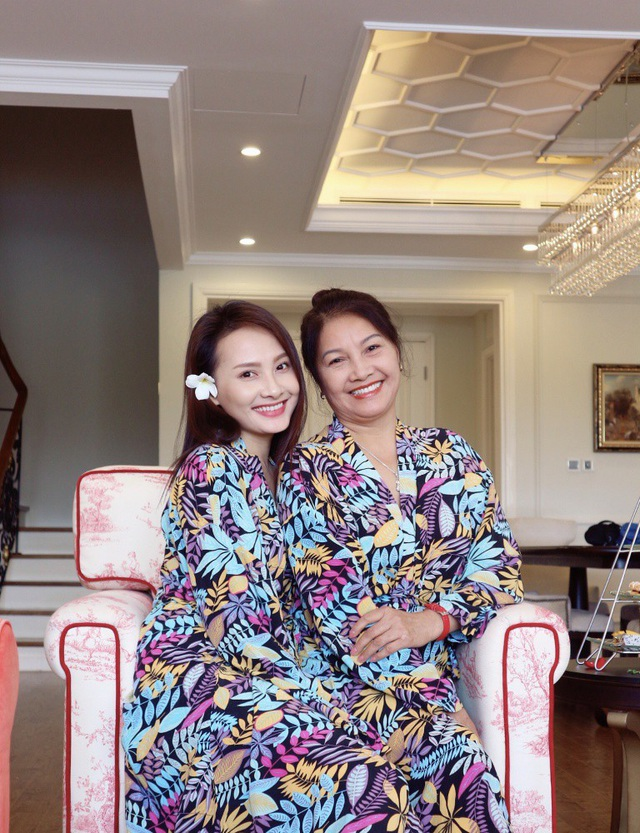 Bảo Thanh khoe mẹ chồng, mẹ đẻ gợi cảm không ngờ trong chuyến du lịch chung - 13
