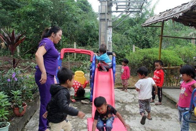 Cô Hương ước điểm trường có cái mái che để lũ trẻ có thể chơi đùa khi tới lớp