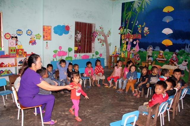 Cách đây vài năm, cô Hương miệt mài với lũ trẻ người Chứt mà không biết rằng cô đang mắc phải chứng bệnh ung thư tuyến giáp.