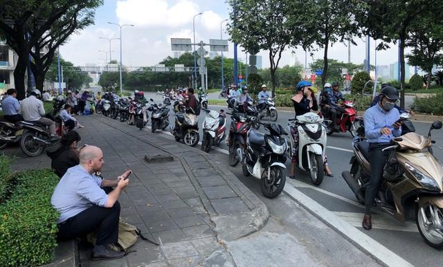 """Toàn cảnh 5 giờ hầm Thủ Thiêm """"tê liệt"""", giao thông phía Đông Sài Gòn hỗn loạn - 17"""