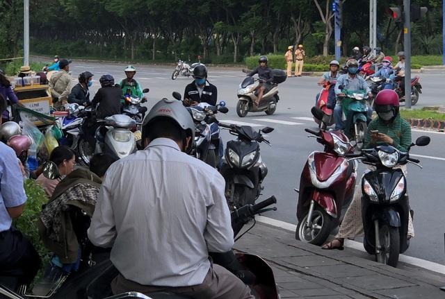 Người dân vùng phía Đông Sài Gòn có buổi sáng đầu tuần nhớ đời sau sự cố xảy ra tại hầm Thủ Thiêm.