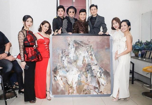 Trái với những chỉ trích từ cư dân mạng và giới hội họa, nhiều nghệ sĩ tham gia chương trình đã lên tiếng bênh vực, chia sẻ với Đàm Vĩnh Hưng, Lệ Quyên.