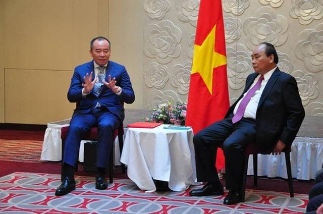Chủ tịch Tập đoàn Tân Việt báo cáo trước Thủ tướng Nguyễn Xuân Phúc - Ảnh: Thế Dũng