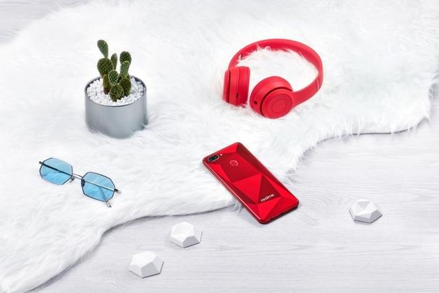 """Các sản phẩm của Realme định hướng thiết kế """"Hiệu năng đỉnh cao, Đặc trưng phong cách"""" nhằm tạo nên chất riêng và cá tính khác biệt dành cho giới trẻ năng động"""