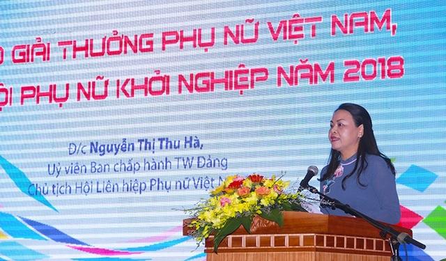 Đồng chí Nguyễn Thị Thu Hà, Ủy viên TƯ Đảng, Chủ tịch Hội LHPN Việt Nam, phát biểu về Giải thưởng Phụ nữ Việt Nam.