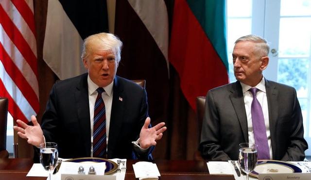 Tổng thống Mỹ Donald Trump và Bộ trưởng Quốc phòng Mỹ James Mattis (Ảnh: Reuters)