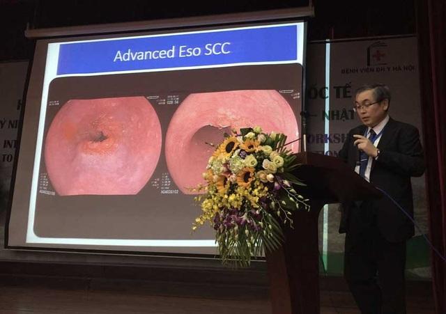PGS.TS Ryoji Miyahara, khoa Tiêu hóa Gan mật, ĐH Y khoa Nagoya Nhật Bản, trình bày báo cáo tại Hội nghị Tiêu hóa và Gan mật quốc tế tổ chức tại bệnh viện Đại học Y Hà Nội