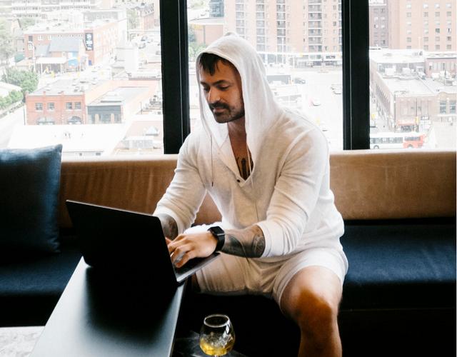 Martin Vassilev, người bán view ảo cho hàng triệu video trên YouTube, khẳng định có thể tạo ra một số lượng view vô tận.