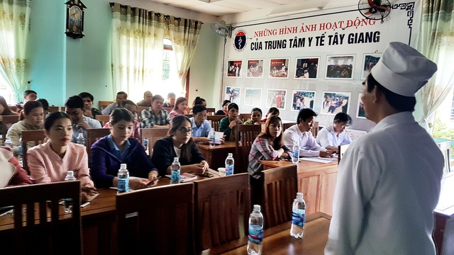Trung tâm y tế huyện Tây Giang tập huấn công tác tuyên tuyền cho gần 100 cán bộ các xã, hiệu trưởng các trường trên địa bàn để phòng, tránh bệnh sốt xuất huyết