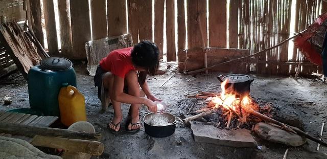 Cô chị lớn nhất sẽ tự nấu ăn cho các em
