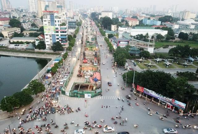Đoạn đường Trường Chinh từ ngã tư giao cắt đường Tôn Thất Tùng tới ngã tư Vọng (Hà Nội) thường xuyên đông đúc phương tiện, đặc biệt vào các khung giờ cao điểm.