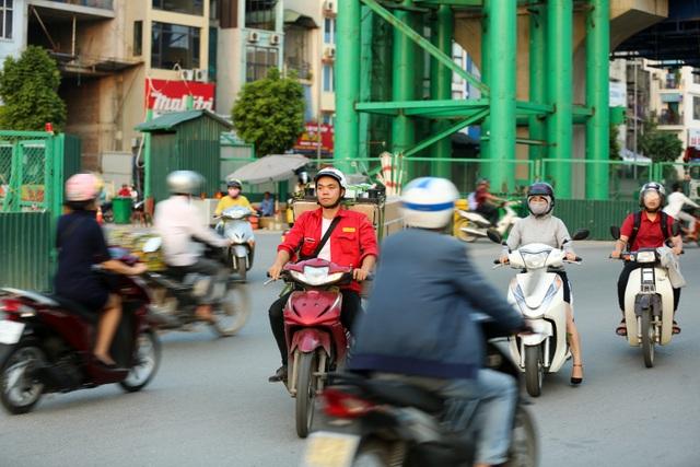 Nhiều người cố tình đi ngược chiều vì tâm lý ngại đi vòng một đoạn đường, bất chấp gây nguy hiểm cho bản thân và những người tham gia giao thông khác.